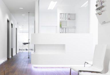 Empfang einer Arztpraxis - Tischlerei Gerber GmbH