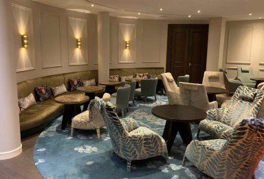 Lounge für ein Hotel in Marbung: maßangefertigte Polstermöbel - Tischlerei Gerber GmbH